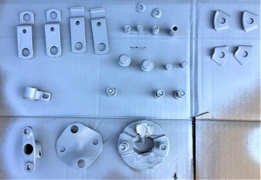 ステアリングのカップリングと、サイドブレーキワイヤーの鉄部品がサビまみれだったので磨いて防錆材を塗布